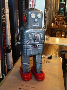 Windup tin robot toy